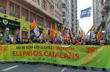 Milers de persones reivindiquen la independència dels Països Catalans a la manifestació de València